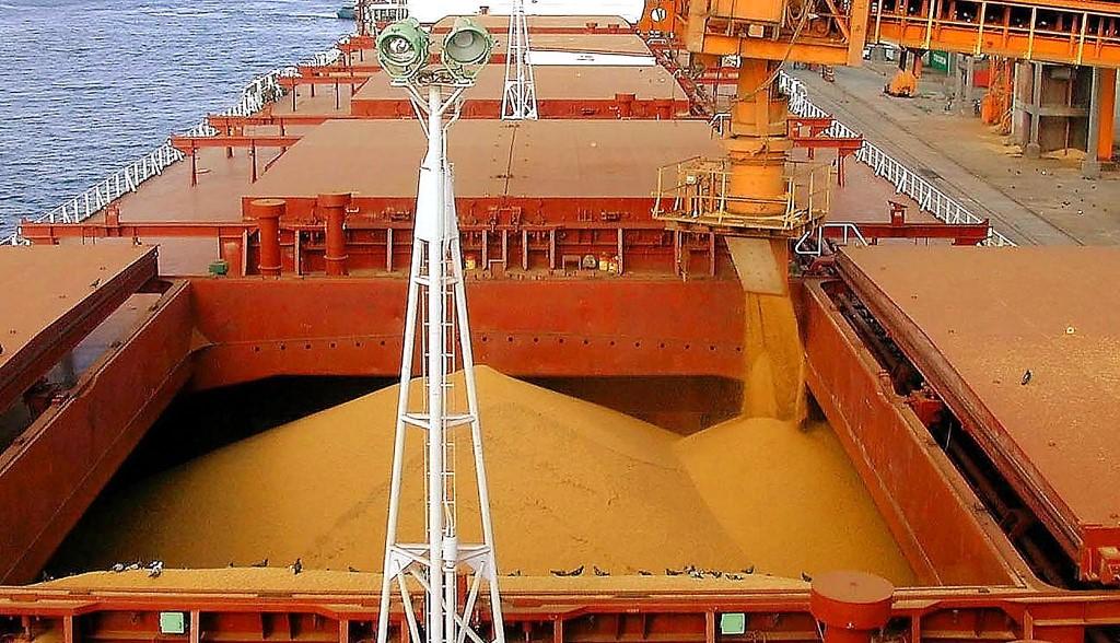 Exportação do agronegócio: embarque de milho