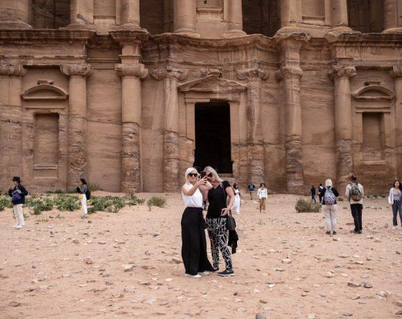 Turistas em Petra, na Jordânia
