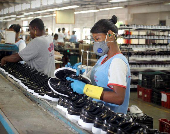 Fábrica de calçados na Bahia