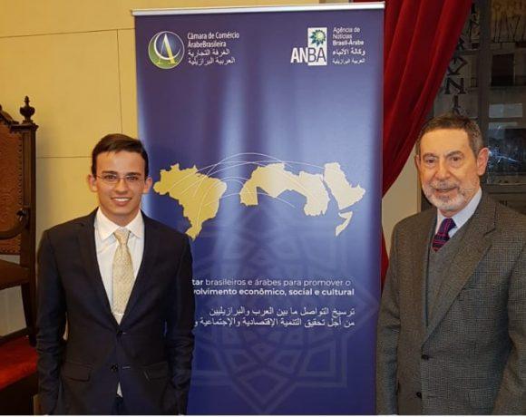 Osmar Chohfi (dir.) e Leonardo Racy (esq.) na Faculdade de Direito da USP, onde ocorreu a abertura do USPMUN