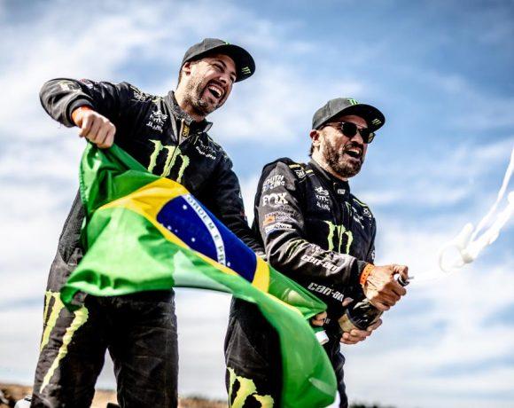 Gugelmim (esq.) e Varela são campeões mundiais de Rali Cross Country