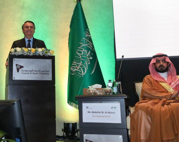 Bolsonaro declarou sua paixão pela Arábia Saudita durante seminário em Riad
