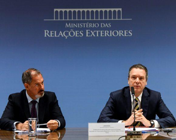 Embaixador Kenneth Félix da Nóbrega (dir.) fala de viagem de Bolsonaro ao Golfo