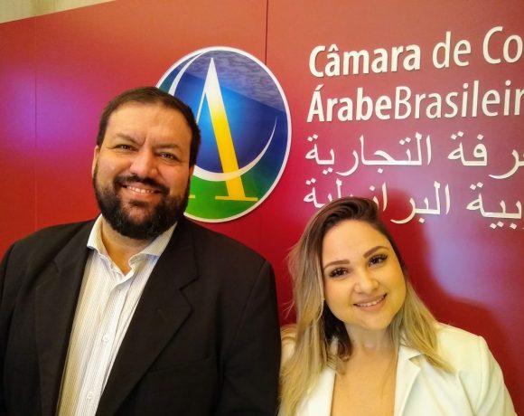 Destro e Renata Melchior, da agência Líder, em visita à Câmara Árabe