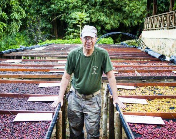 Francisco Uchôa, que produz café na floresta no Ceará