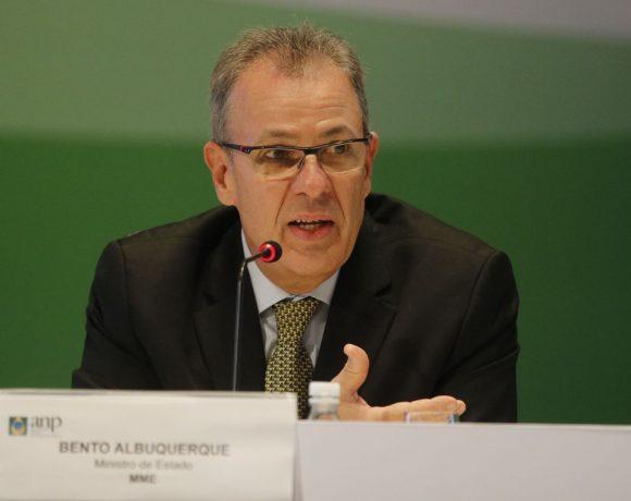 O ministro de Minas e Energia, Bento Albuquerque, disse que a energia nuclear é prioridade para o Brasil