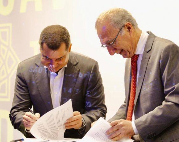 Rubens Hannun (dir.) e Juan Quirós assinaram acordo entre a Câmara Árabe e a SP Negócios