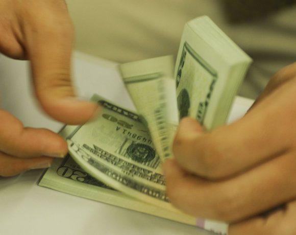 Dólar superou os R$ 4,20 na segunda-feira (18)
