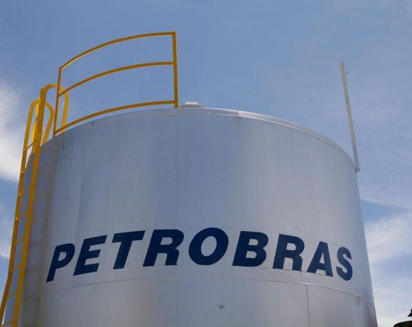 Petrobras colocou refinarias à venda