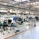 Produção de veículos em fábrica da VW, em Taubaté (SP)