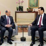 O presidente do Líbano, Michel Aoun (esq.), e o primeiro-ministro Hassan Diab