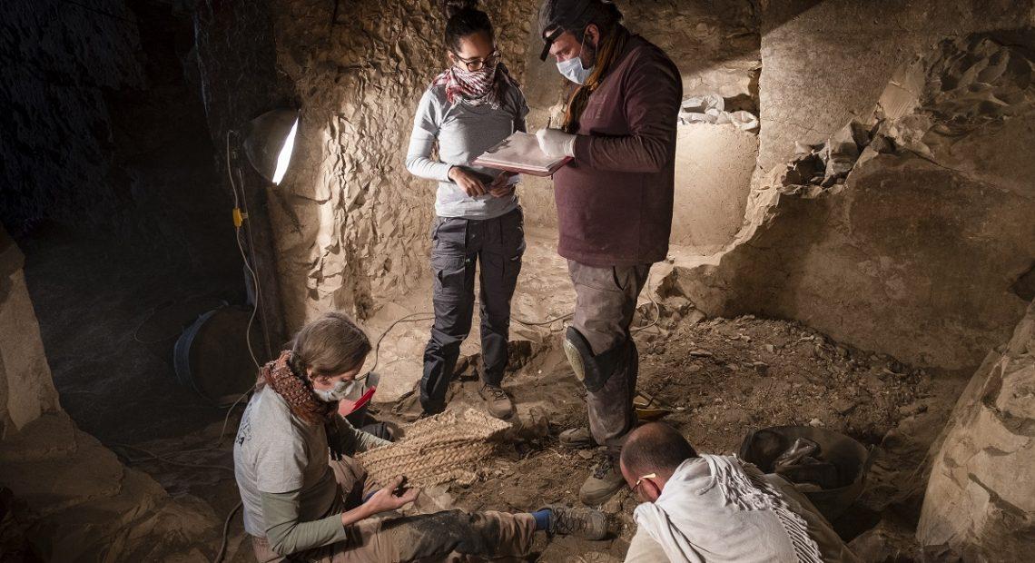 Missão brasileira no Egito descobre poço em tumba de Tebas