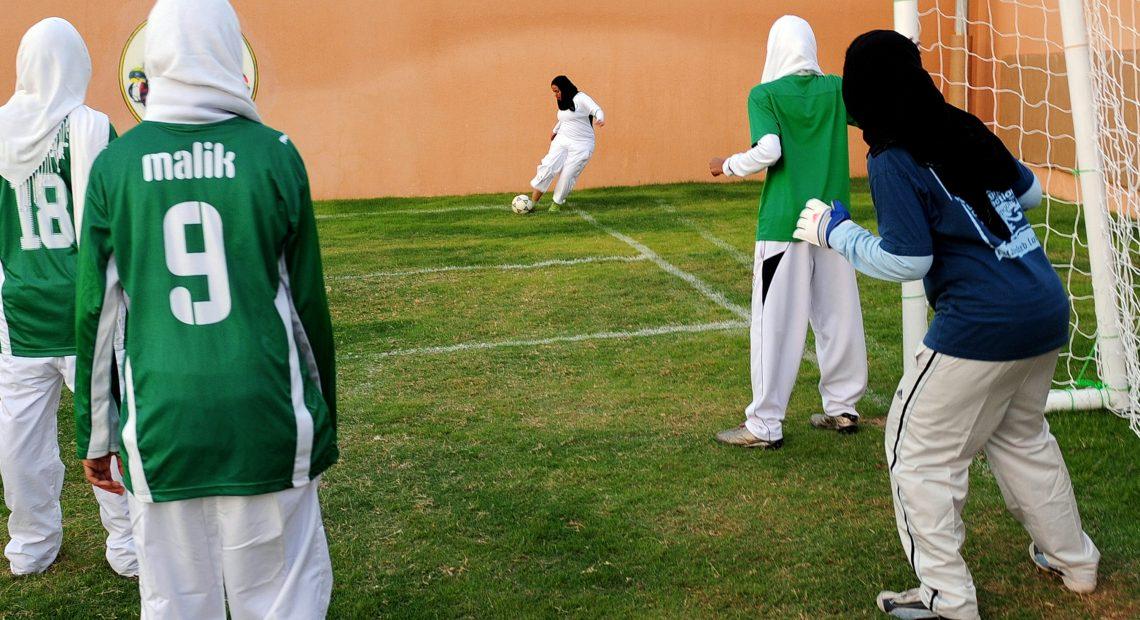 Saudi Arabia suspends visas for pilgrims over coronavirus